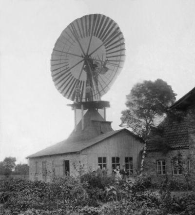 Windkraft auf dem Dach der Tischlerei Petersen